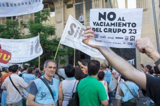 10-02-2016, Buenos Aires. Concentración de los Trabajadores del Grupo 23 en la sede del Ministerio de Trabajo de Callao y B. Mitre. Los trabajadores reclaman el pago de los sueldo adeudados y el no vaciamiento de la empresa.